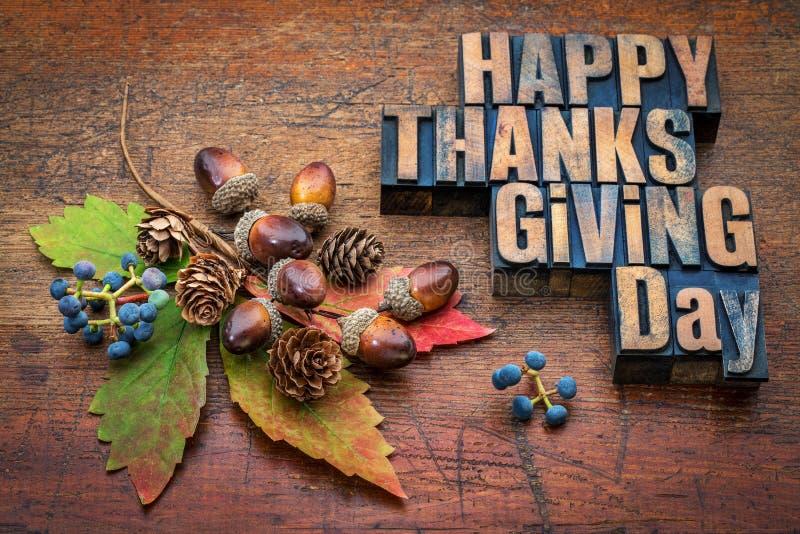 Gelukkig Thanksgiving day in houten type royalty-vrije stock afbeeldingen