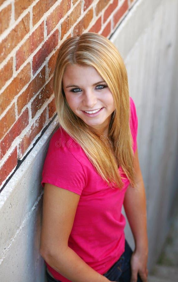 Gelukkig tiener blonde meisje stock fotografie