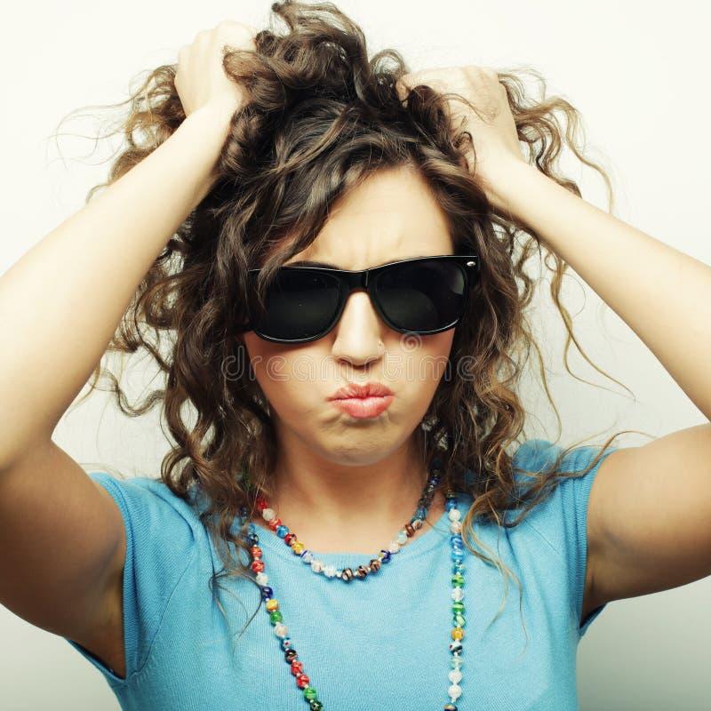 Download Gelukkig Tienermeisje Met Zonnebril Stock Foto - Afbeelding bestaande uit meisje, wijfje: 54092796