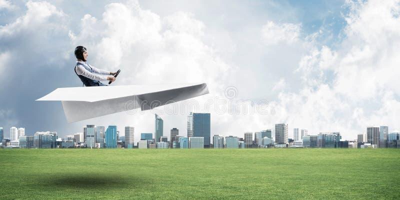 Gelukkig vliegeniers drijfdocument vliegtuig royalty-vrije stock afbeeldingen