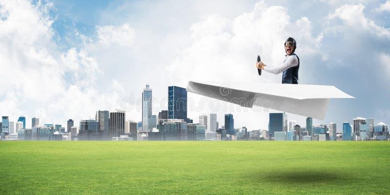 Gelukkig vliegeniers drijfdocument vliegtuig stock afbeelding