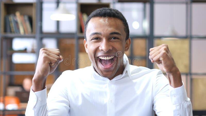 Gelukkig Zwart Mens het Vieren Succes royalty-vrije stock afbeeldingen