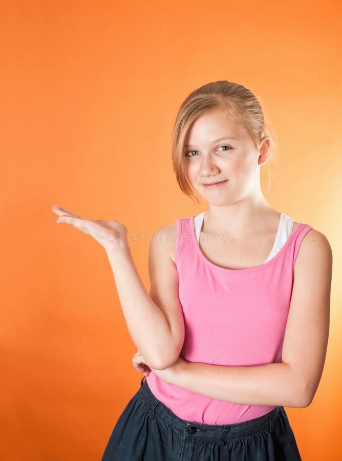 Gelukkige aangeboden meisjeshand - stock fotografie