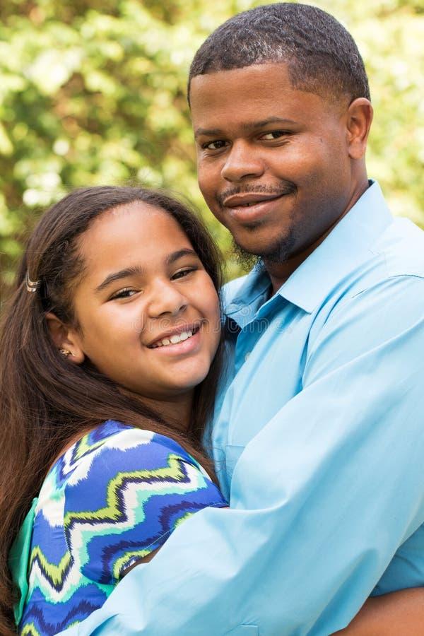 Gelukkige Afrikaanse Amerikaanse familie royalty-vrije stock afbeelding