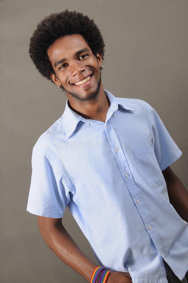 Gelukkige Afrikaanse Amerikaanse mens stock afbeelding