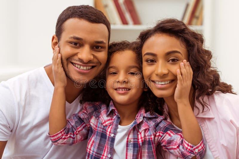 Gelukkige Afro-Amerikaanse familie stock afbeelding