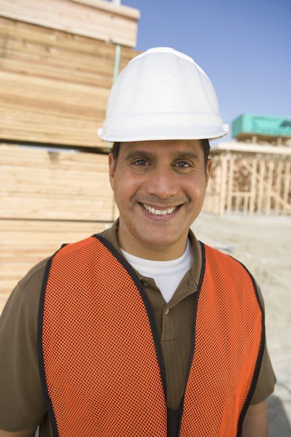 Gelukkige Architect At Construction Site royalty-vrije stock fotografie