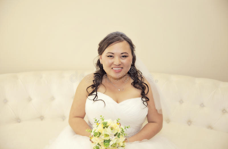 Gelukkige Aziatische bruid stock foto
