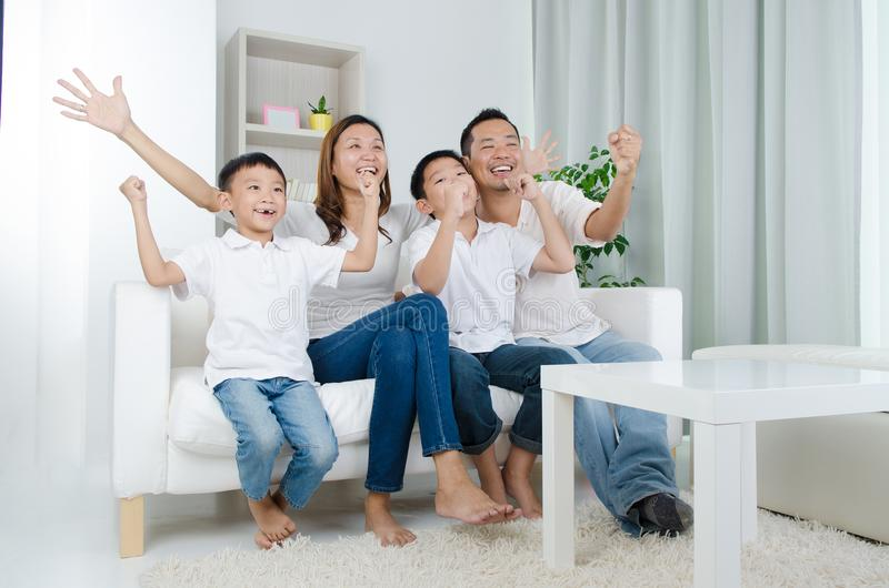 Gelukkige Aziatische Familie royalty-vrije stock afbeelding