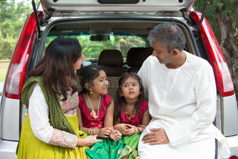 Gelukkige Aziatische Indische familie royalty-vrije stock fotografie