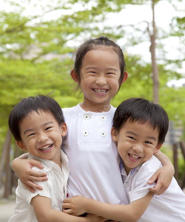 Gelukkige Aziatische kinderen stock afbeelding