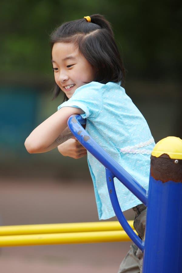 Gelukkige Aziatische kindgeschiktheid royalty-vrije stock foto's