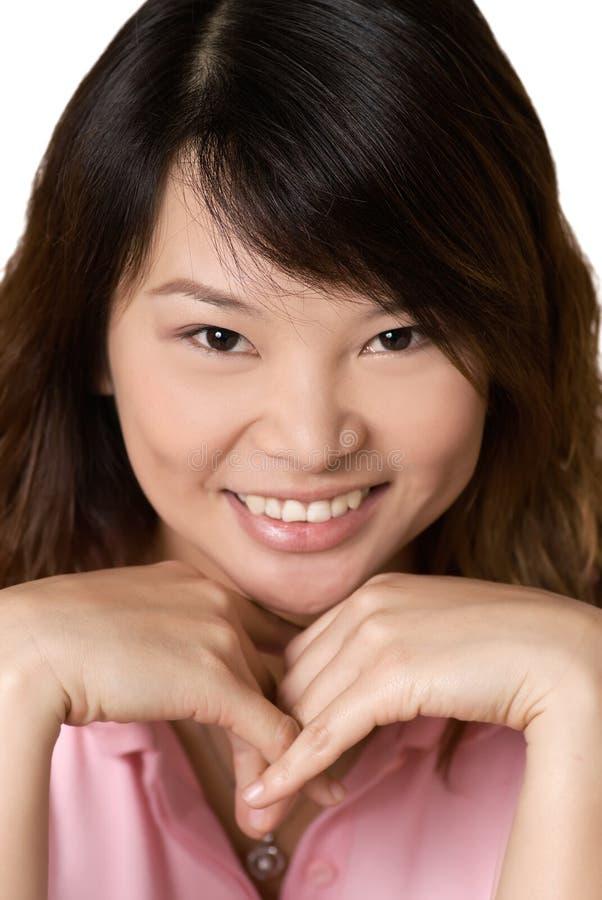 Gelukkige Aziatische mooie vrouw stock foto's
