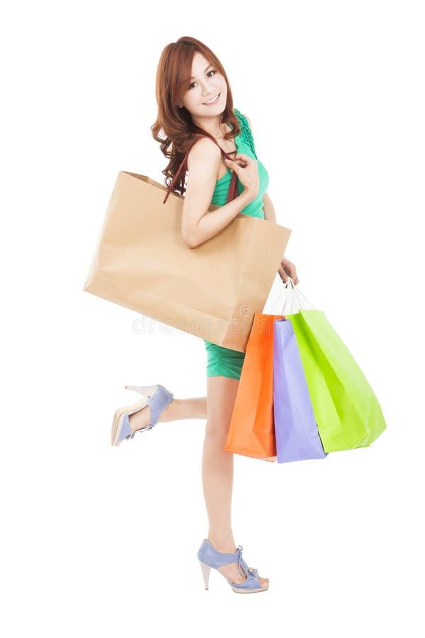 Gelukkige Aziatische vrouw met het winkelen zak stock foto