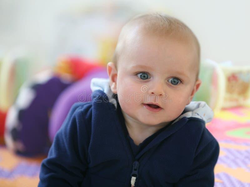 Gelukkige babyjongen stock fotografie