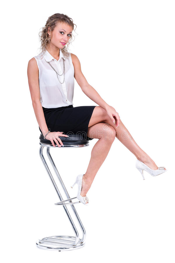 Gelukkige bedrijfs geïsoleerde vrouwenzitting op een stoel, stock afbeelding