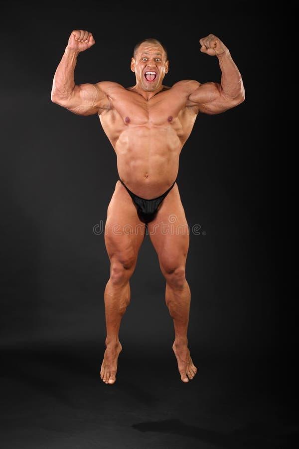Gelukkige bodybuildersprongen en schreeuwen royalty-vrije stock afbeelding