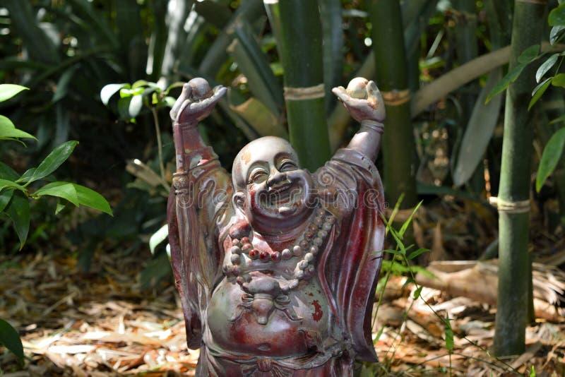 Gelukkige Boedha in de Aziatische tuin bij de Botanische Tuin van de Aardkust in de Lenteheuvel, Florida stock afbeelding