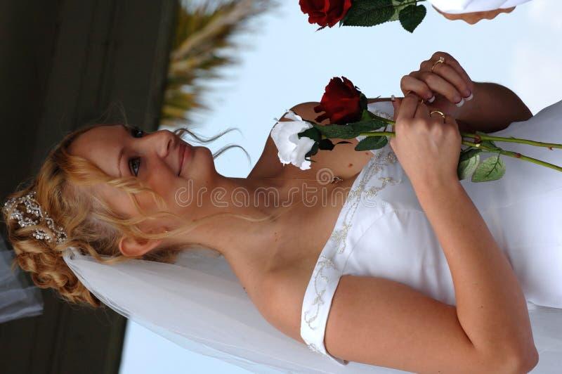 Gelukkige bruid tijdens ceremonie stock foto's
