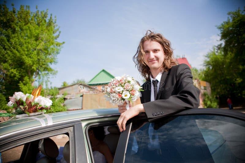 Gelukkige bruidegom stock afbeeldingen