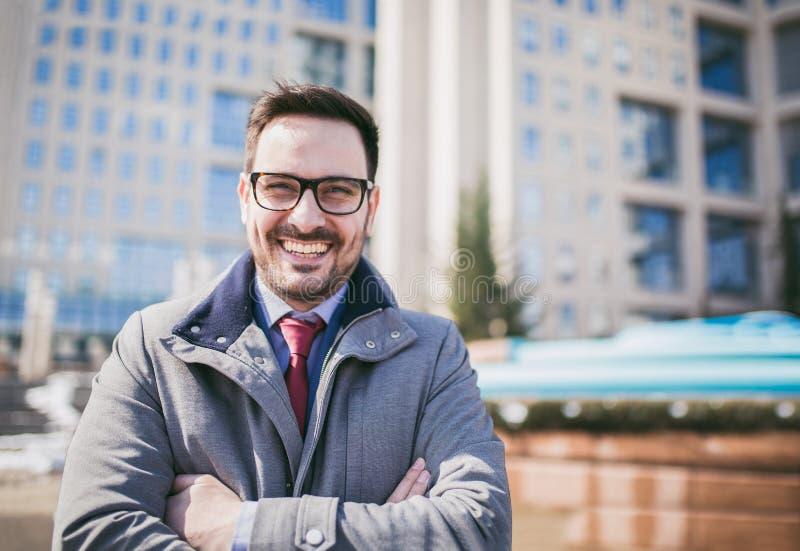 Gelukkige CEO van de bedrijfleider chef- uitvoerende status voor de bouw stock foto's