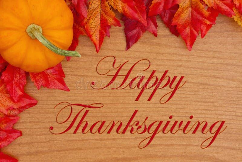 Gelukkige Dankzeggingsgroet met rode en oranje dalingsbladeren en royalty-vrije stock afbeeldingen