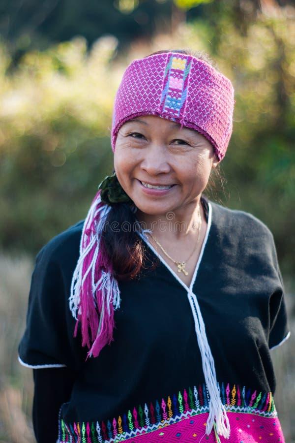 Gelukkige de glimlach van de de stamvrouw van de Hmongheuvel stock foto's