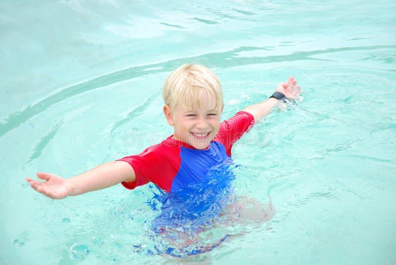 Gelukkige de jongen van het strand royalty-vrije stock foto
