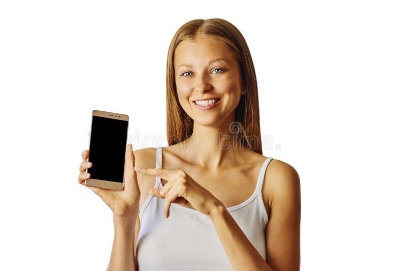 Gelukkige die het glimlachen vrouwenpunten bij smartphone, over witte achtergrond worden geïsoleerd royalty-vrije stock foto's
