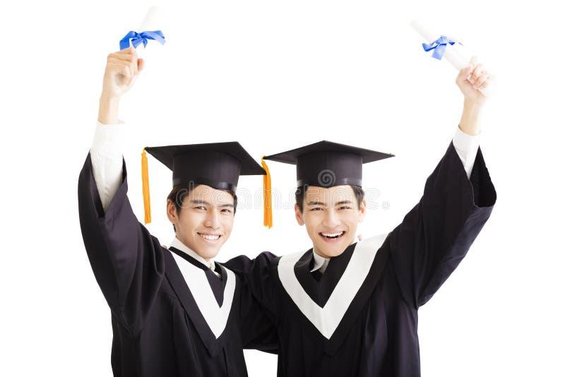 Gelukkige een diploma behalende die studenten op wit worden geïsoleerd royalty-vrije stock foto's