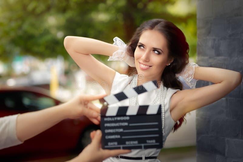 Gelukkige Elegante Vrouw Klaar voor een Spruit stock foto
