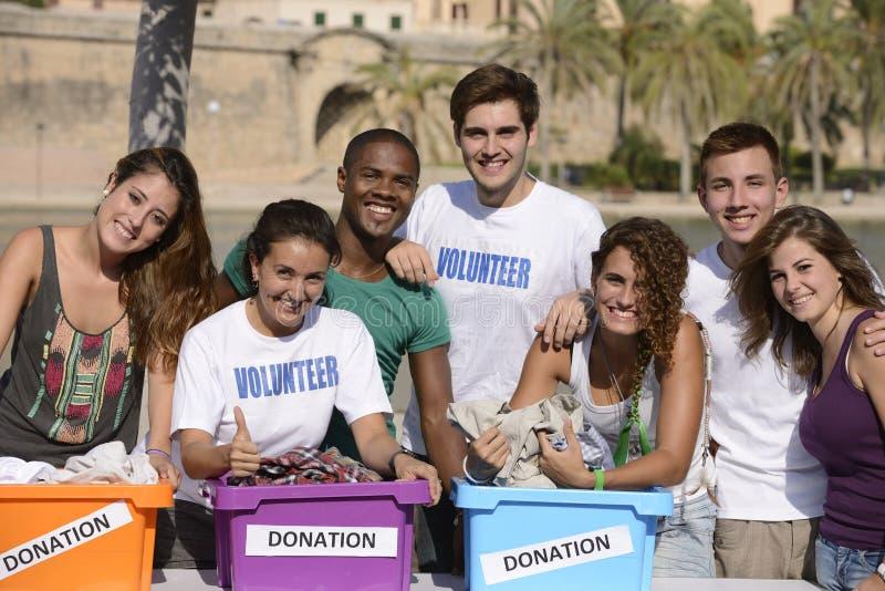 Gelukkige en diverse vrijwilligersgroep royalty-vrije stock foto