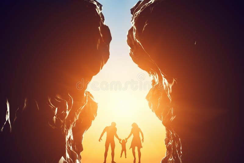 Gelukkige familie binnen - tussen twee bergen ingang vector illustratie