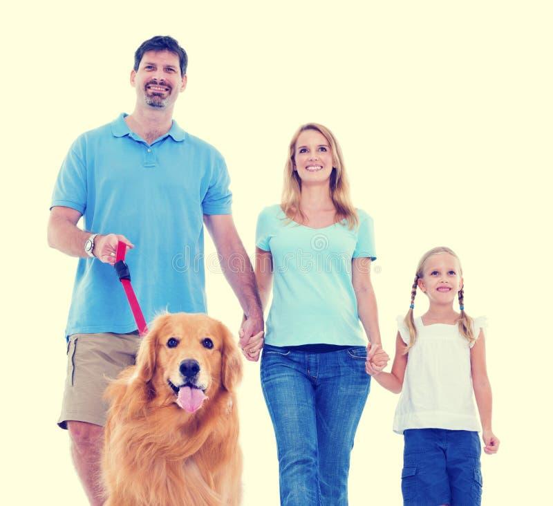 Gelukkige Familie die het Zwangere Concept van de Positiviteitsouder uitdrukken stock afbeelding
