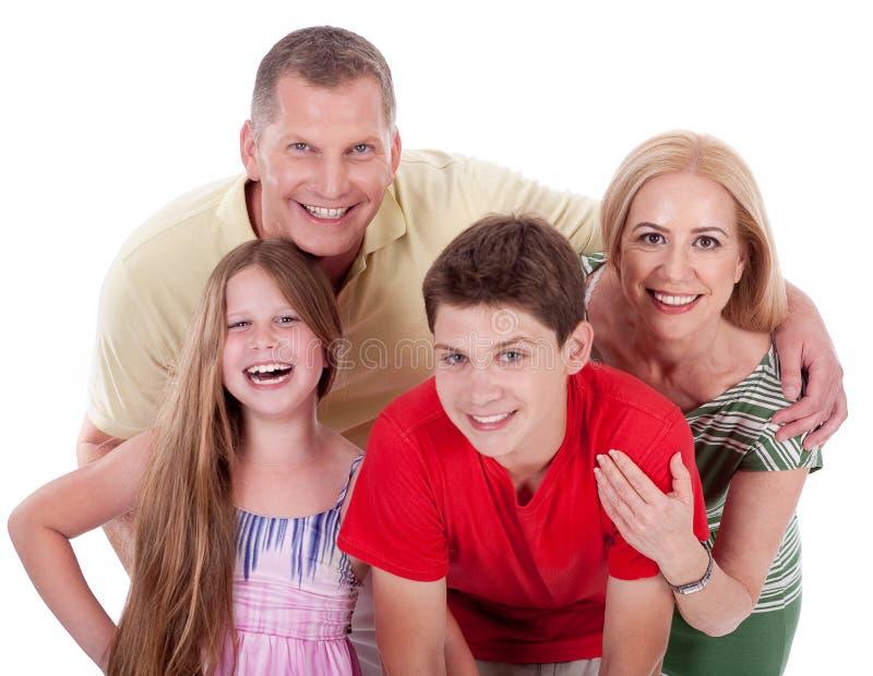 Gelukkige familie die naar de camera glimlacht royalty-vrije stock afbeelding