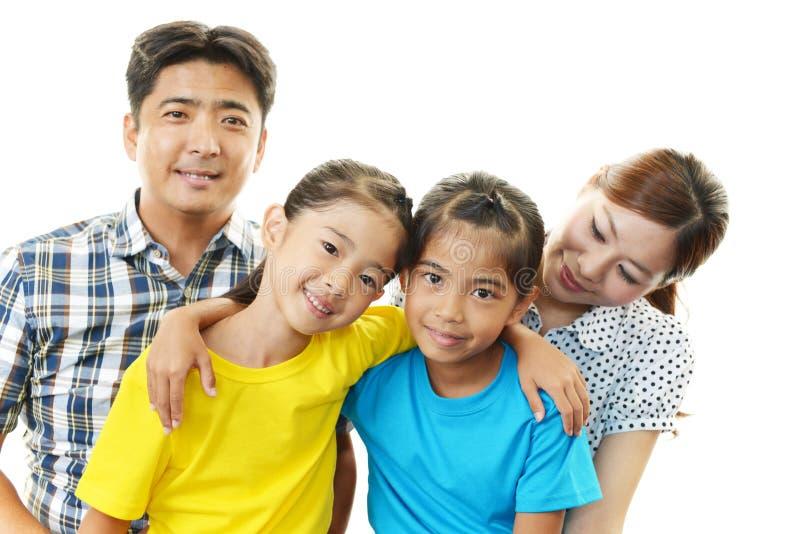 Gelukkige familie die samen glimlachen royalty-vrije stock foto's