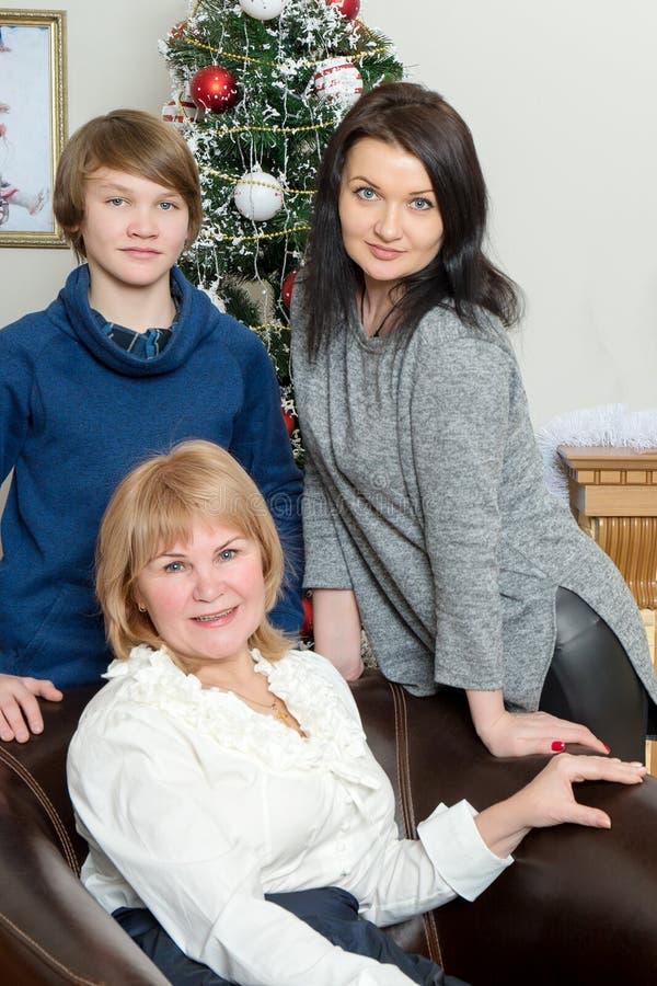 Gelukkige familie 3 generaties royalty-vrije stock afbeeldingen