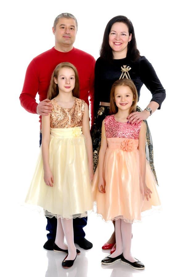 Gelukkige familie met jonge kinderen stock afbeelding