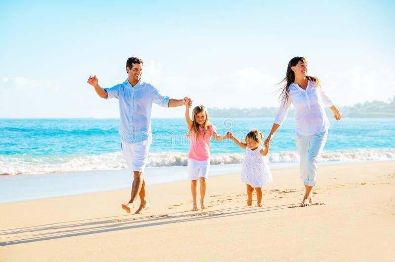 Gelukkige Familie op het Strand royalty-vrije stock foto