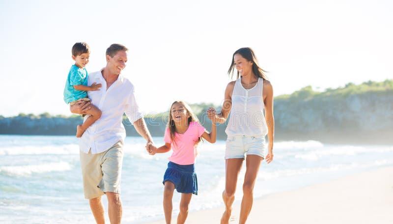 Gelukkige Familie op het Strand stock foto