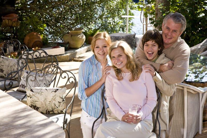 Gelukkige familie op zonnig terras royalty-vrije stock afbeeldingen