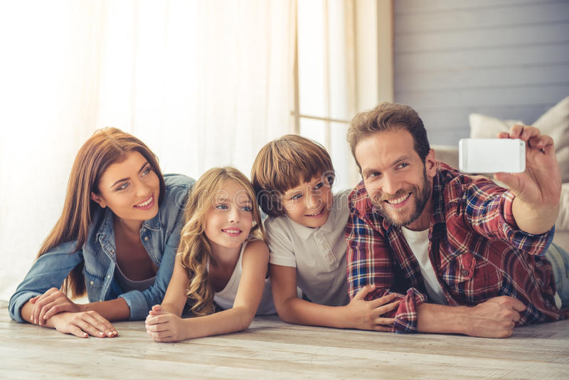 Gelukkige Familie samen stock fotografie