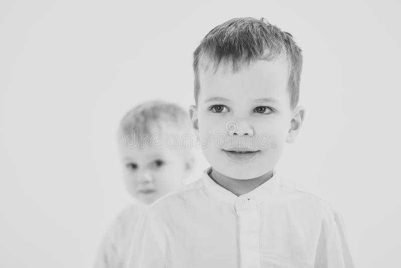 Gelukkige familie, waarden, broers royalty-vrije stock afbeelding