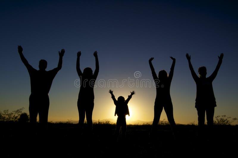 Gelukkige Familie in Zonsondergang royalty-vrije stock foto