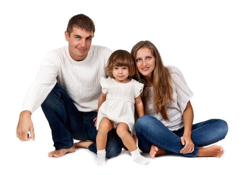 Gelukkige familiezitting in de studio stock foto's