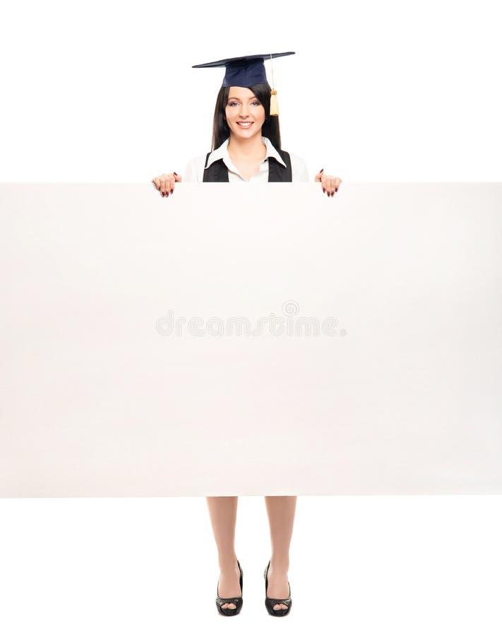 Gelukkige gediplomeerde vrouw die een lege witte banner houden royalty-vrije stock foto's