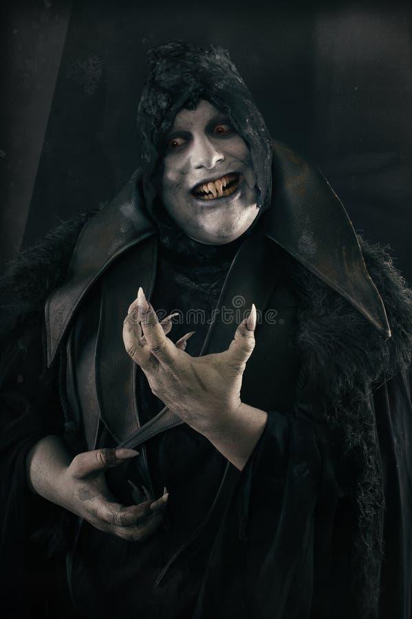 Gelukkige gekke glimlachende vampier met grote enge spijkers Undead monst royalty-vrije stock foto