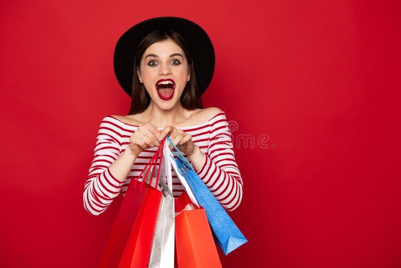 Gelukkige gillende dame met vele het winkelen pakken royalty-vrije stock afbeeldingen