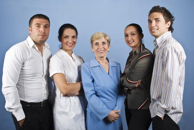 Gelukkige glimlachende bedrijfsmensengroep stock foto