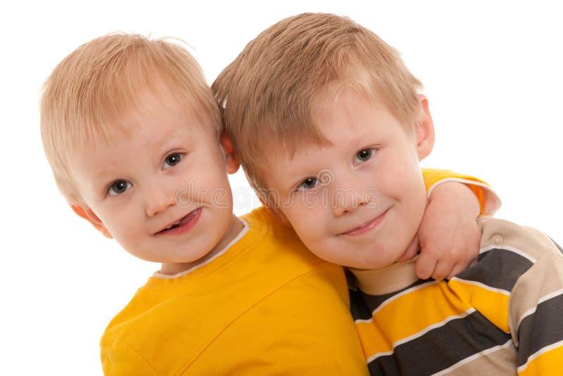Gelukkige glimlachende broers royalty-vrije stock afbeelding